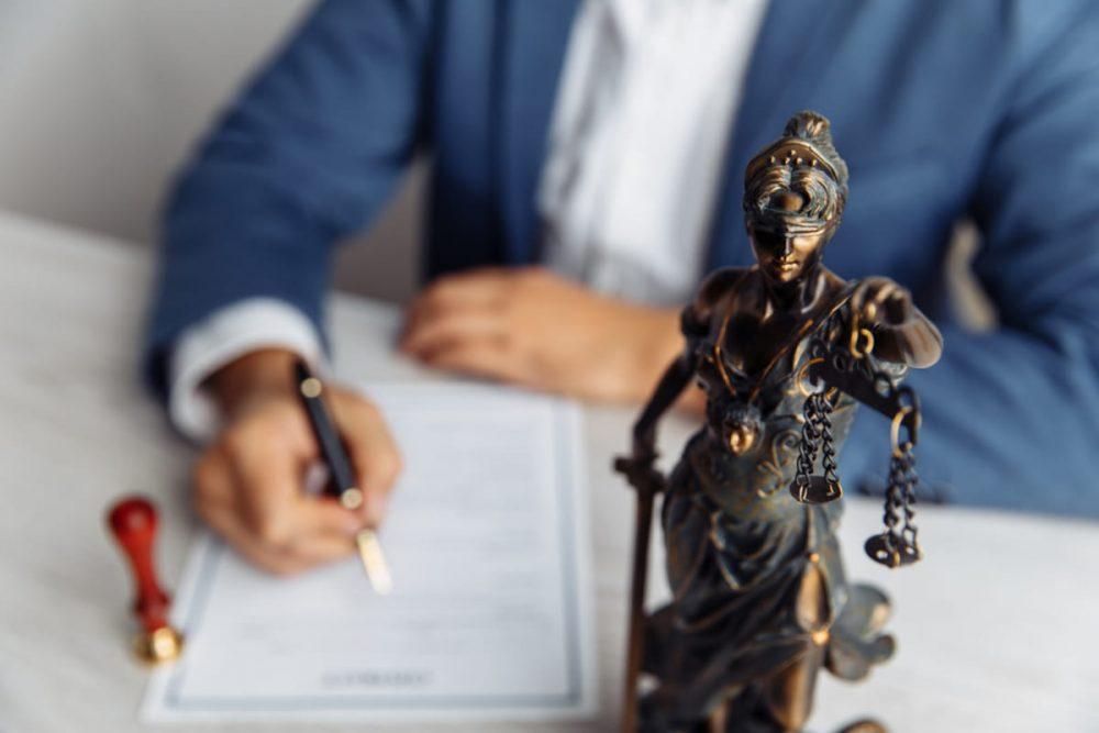 Como é o trabalho de um advogado especialista em ação contra plano de saúde?
